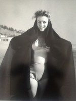 Andre DE DIENES | Marilyn. La sortie de bain. (1945) | Photograph available for sale on www.kunzt.gallery