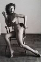 Andre DE DIENES | Nu sur chaise | Photograph available for sale on www.kunzt.gallery