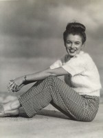 Andre DE DIENES | Marilyn nineteen (1945) | Photograph available for sale on www.kunzt.gallery
