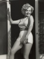 Andre DE DIENES | Marilyn Monroe. Bungalow | Photograph available for sale on www.kunzt.gallery