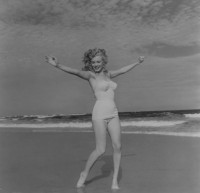 Andre DE DIENES | Marylin Monroe (1949) | Photograph available for sale on www.kunzt.gallery