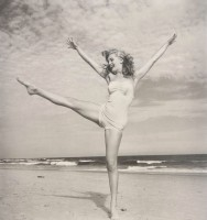Andre DE DIENES | Marilyn Monroe II | Gelatin Silver Print available for sale on www.kunzt.gallery