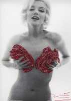 Bert STERN | Marilyn red classic full roses Glitters | Photograph available for sale on www.kunzt.gallery