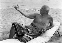 Lucien CLERGUE | Picasso En La playa | Photograph available for sale on www.kunzt.gallery